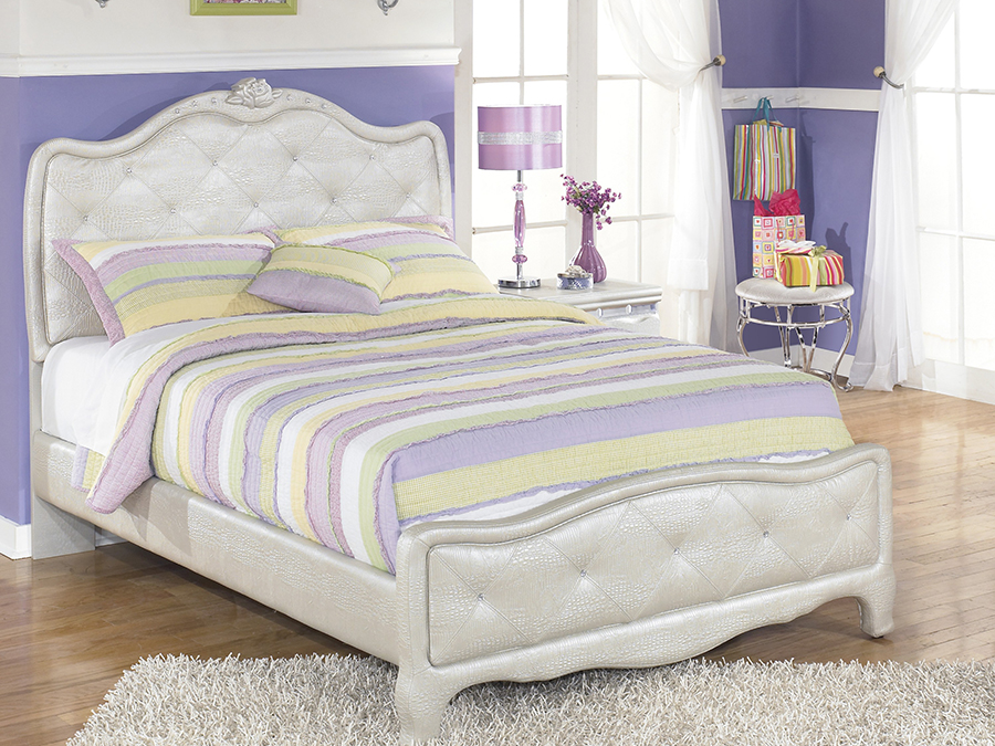 Superieur Zarollina Silver Full Bed