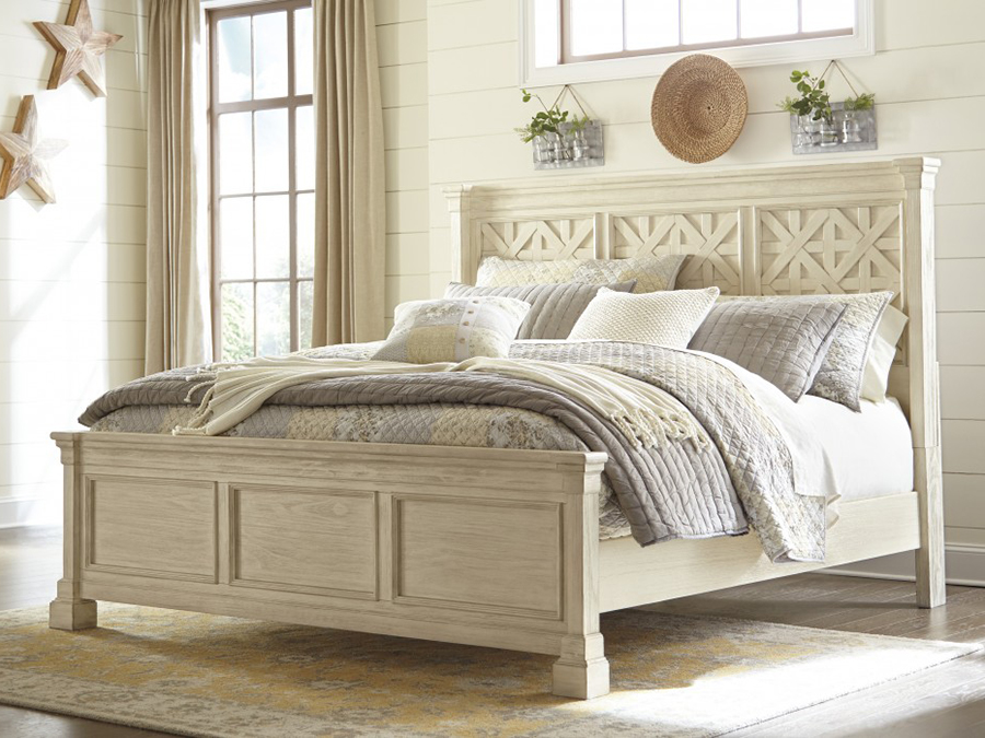 Bolanburg Queen Panel Bed In Antique White